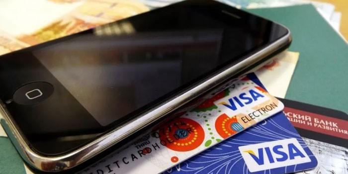 Мобильный телефон на пластиковых карточках